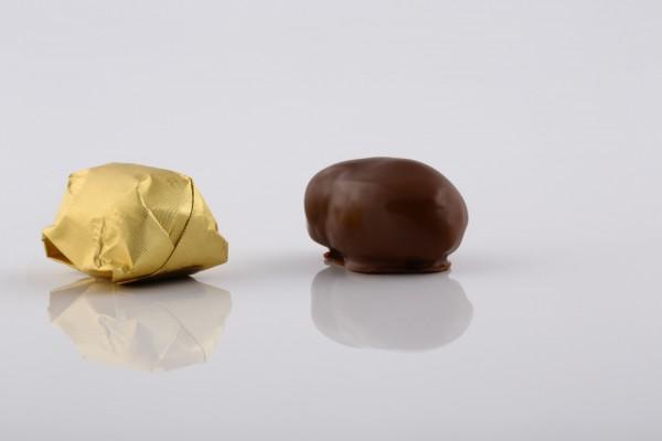 الشوكولا بالتمر و اللوز
